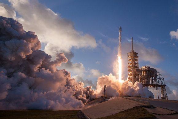Lanzamiento del NROL 76 mediante un Falcon 9 (SpaceX).