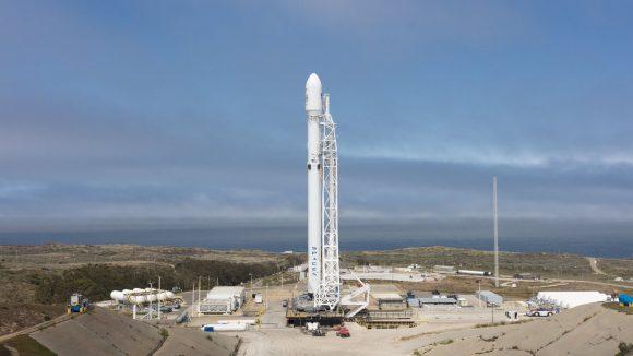 El Falcon 9 en Vandenberg en la misión Iridium NEXT 2 (SpaceX).