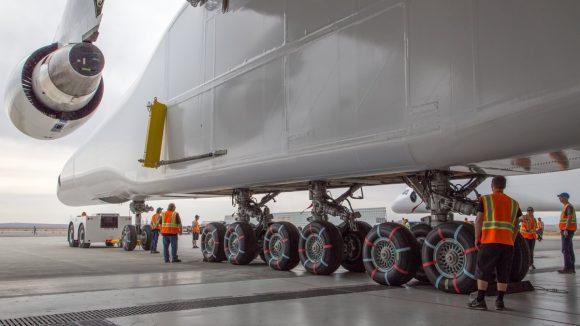 Ruedas y más ruedas (Stratolaunch Systems).