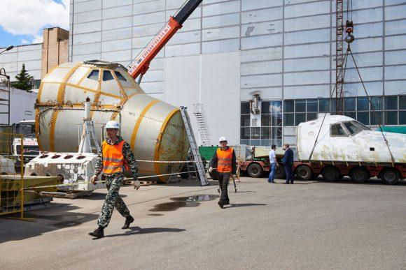 Traslado de la OK-KS de Moscú a Sochi en junio de 2017 (Roscosmos).