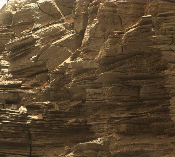 Capas de roca arenisca en la zona de Murray Buttes (NASA/JPL-Caltech/MSSS).