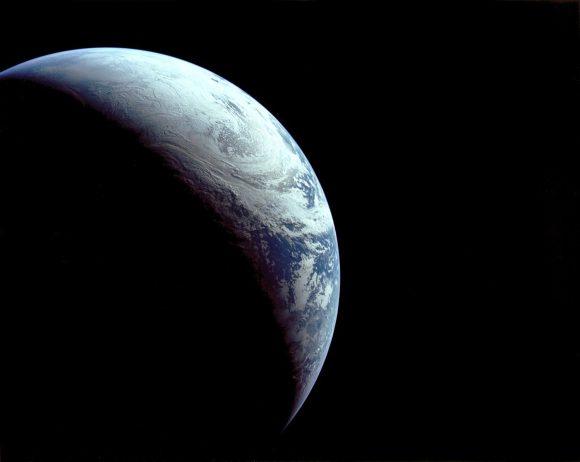 La Tierra vista desde el Apolo 4 (NASA).