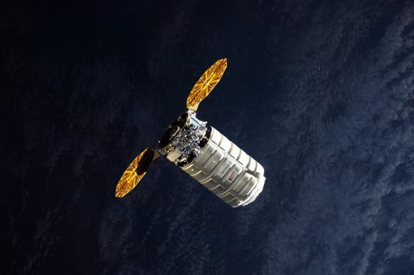 La Cygnus OA-8 antes del acoplamiento con la ISS (NASA).