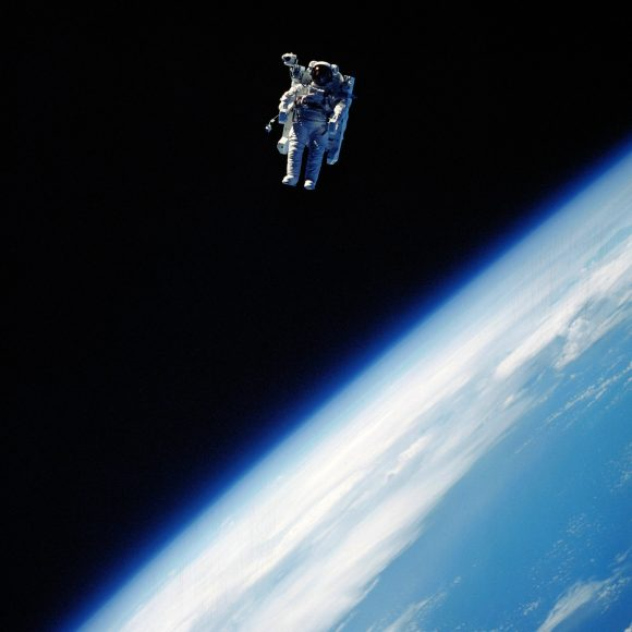 Stewart también prueba la MMU (NASA).