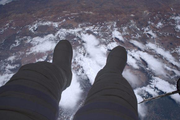 La Tierra bajo los pies del astronauta francés Thomas Pesquet durante un paseo espacial en enero (NASA).