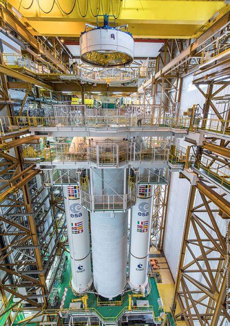 Case à Equipments del Ariane 5 VA240 (Arianespace).