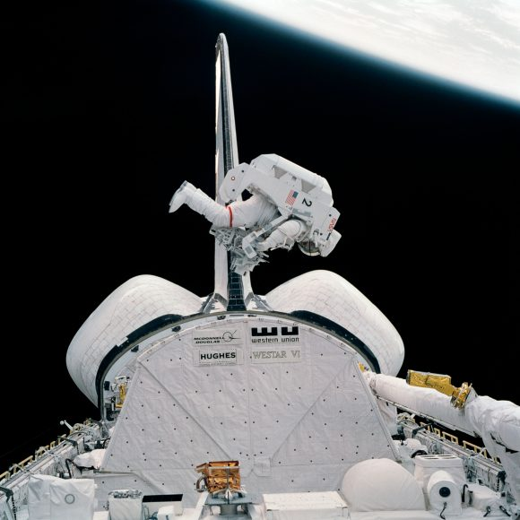 McCandless prueba la MMU (NASA).