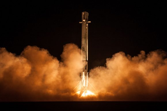 Aterrizaje de la primera etapa en la zona LZ-1 (SpaceX).