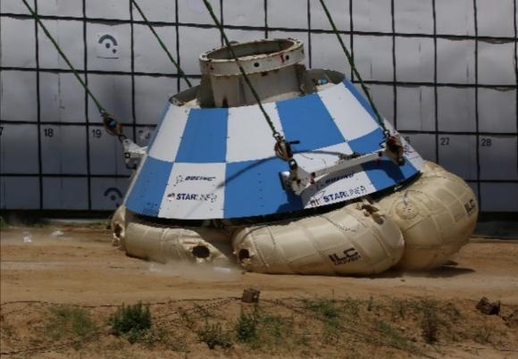 La Starliner durante una de las pruebas de aterrizaje en Langley (NASA).