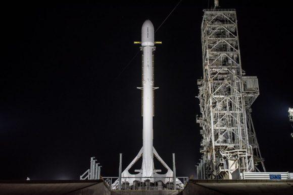 El cohete Falcon 9 de esta misión en la rampa 39A (SpaceX).