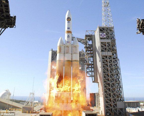 Las llamas durante el lanzamiento de un Delta IV Heavy desde Vandenberg en 2011 (ULA).