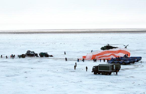 """Космический корабль """"Союз МС-06"""" приземлился в Казахстане"""