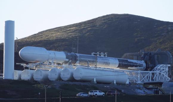 El cohete camino de la rampa (SpaceX).