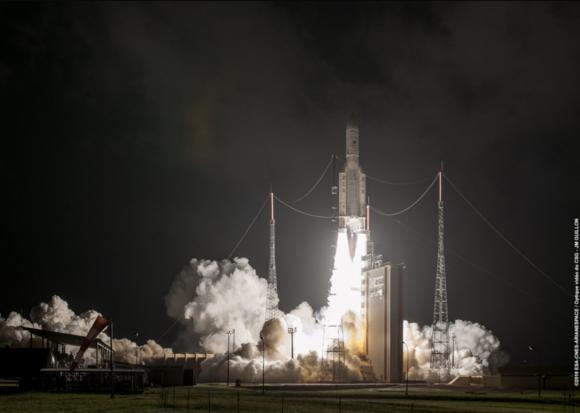 Lanzamiento del Ariane 5 en la misión VA241 (Arianespace/CNES).
