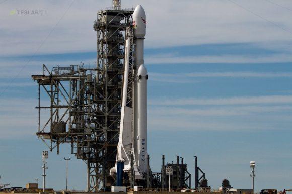 El cohete en la rampa (SpaceX),