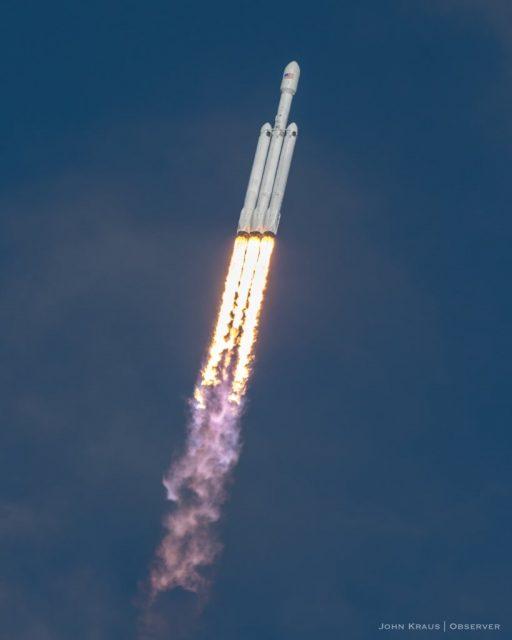 El Falcon Heavy surca los cielos (John Kraus).