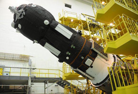 Foto de la Progress MS-08 en la que se aprecian los radiadores del sistema Fasoperejod (Roscosmos).