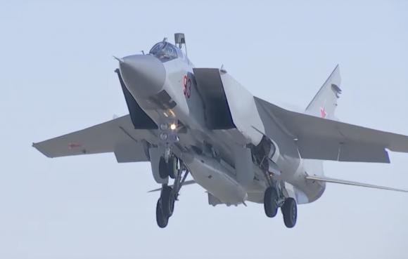 Nuevo misil Kinzhal lanzado desde un MiG-31 (MOR).