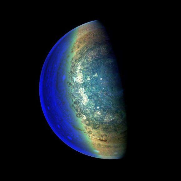 Júpiter visto por la JunoCam de Juno el 2 de marzo de 2018 a 120.000 km de distancia durante el perijovio número once (NASA/JPL-Caltech/SwRI/MSSS/Gerald Eichstädt).