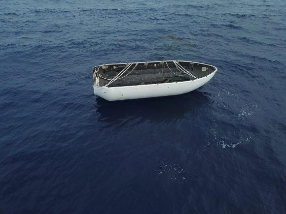 La cofia de la misión Iridium NEXT 5 en el agua (SpaceX).