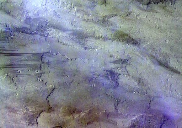 Nubes de hielo de agua sobre la región de Tharsis vistas por la cámara CaSSIS en noviembre de 2016 (ESA/Roscosmos/CaSSIS).