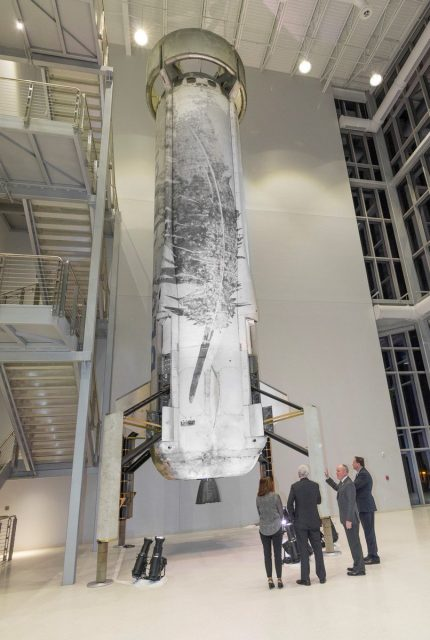 El New Shepard NS-2 usado en cinco vuelos, expuesto en la fábrica del New Glenn en Florida (Blue Origin).