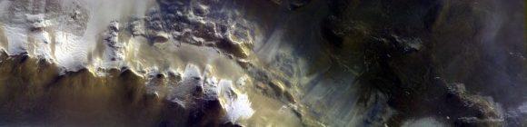 a (ESA/Roscosmos/CaSSIS).