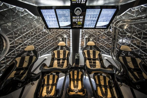 El interior de la maqueta de la Dragon 2 de 2014 (SpaceX).