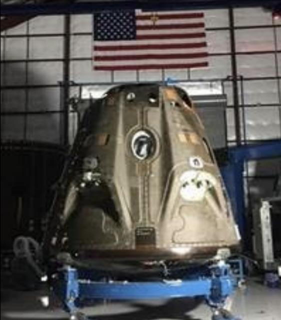 Una Dragon 2 durante la construcción (SpaceX).