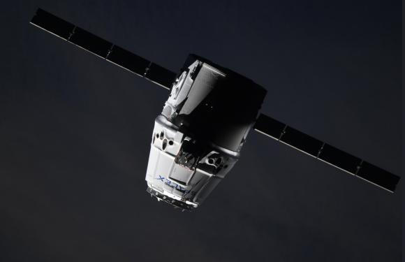 La Dragon CRS-14 acercándose a la ISS (NASA).