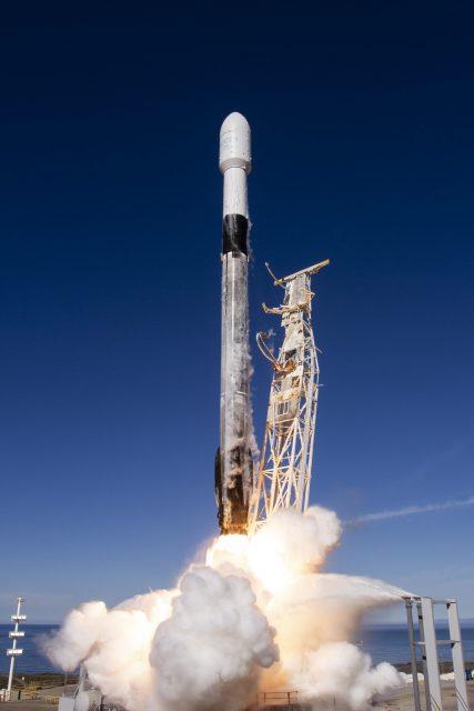 Primer vuelo de una etapa del Falcon 9 por tercera vez y fallo en el aterrizaje de la etapa de la misión SpX-16