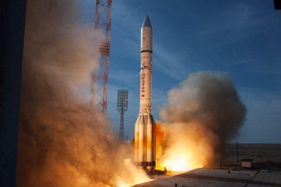 La última misión comercial del cohete ruso Protón y el satélite remolcador MEV-1