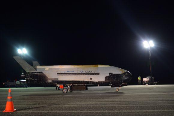 El misterioso avión espacial X-37B regresa tras su quinta misión