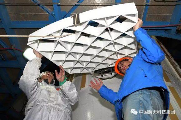 Otro cohete chino con rejillas aerodinámicas