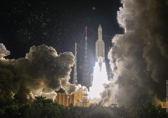 Misión VA253: el Ariane 5 despega con tres satélites geoestacionarios