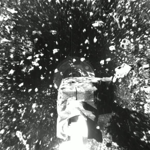 OSIRIS-REx captura muestras del asteroide Bennu