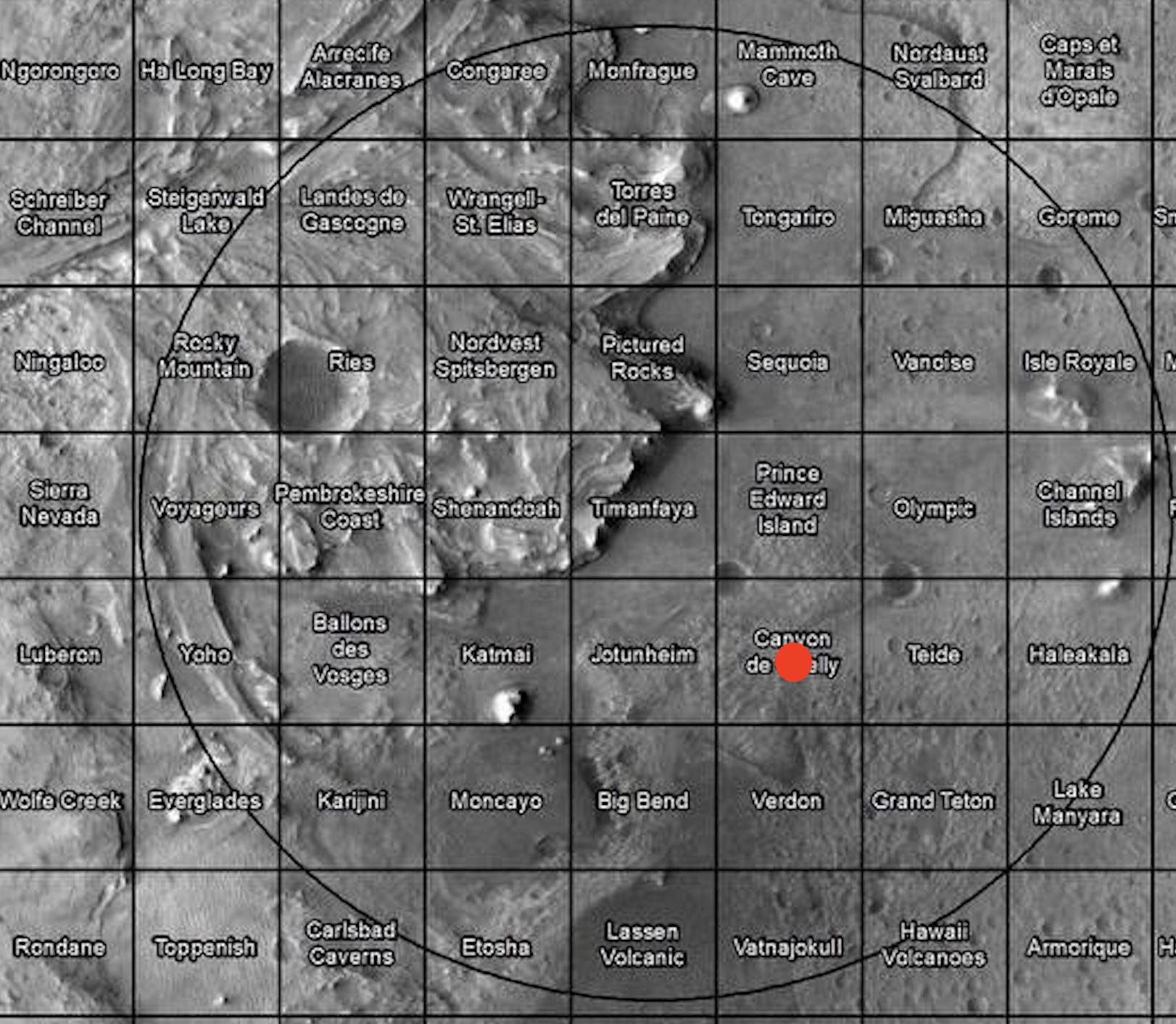 Vista aérea del cráter Jezero. Perseverance debía aterrizar en el interior de la elipse. En rojo se señala el lugar exacto en el que finalmente aterrizó.