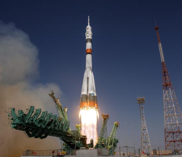 Lanzamiento y acoplamiento de la Soyuz MS-18