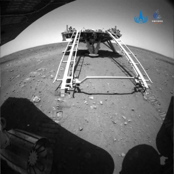 El rover Zhurong ya rueda por la superficie de Marte