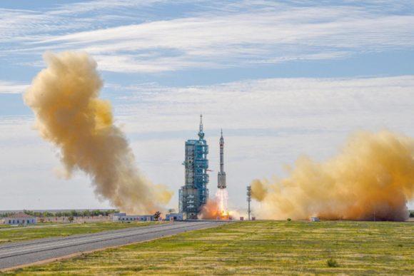 Lanzamiento de la Shenzhou 12 y acoplamiento con la estación espacial china