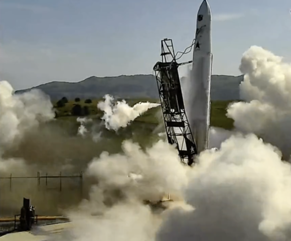 El extraño lanzamiento «lateral» del Astra Rocket