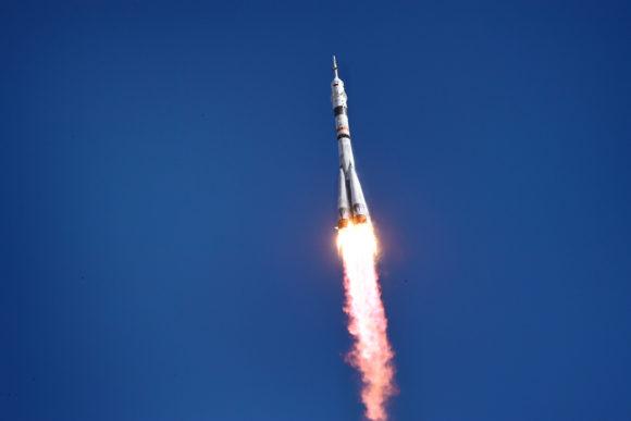 Lanzamiento y acoplamiento de la Soyuz MS-19: la primera actriz y el primer director de cine en el espacio